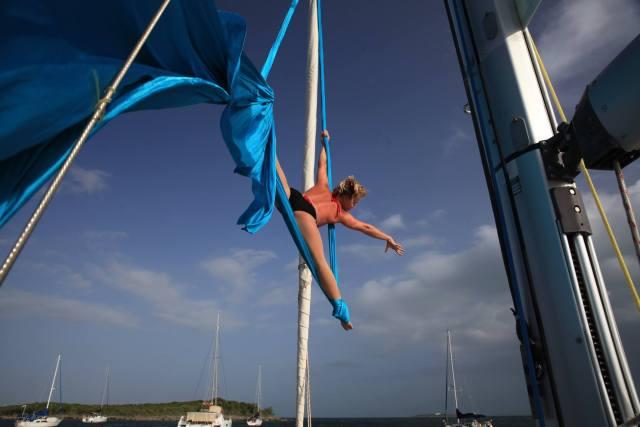 Akrobatik, Spagat, auf Segelyacht