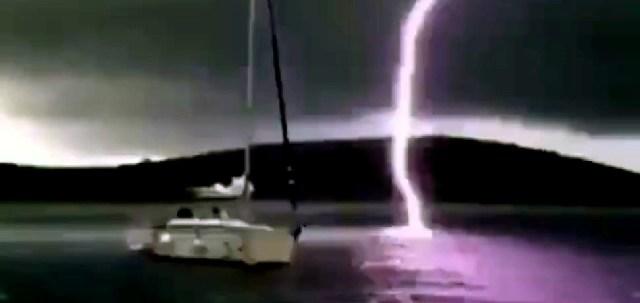 Blitzeinschlag Wasser