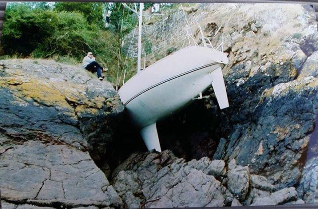 Yacht Auf Felsen