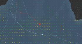 IDEC hat schon gehalst und segelt mit Wind Von Steuerbord einen südlicheren Kurs.