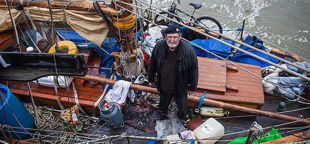 """Steve Shapiro auf seiner in Norwegen gekauften """"Nora"""". © SWNS"""