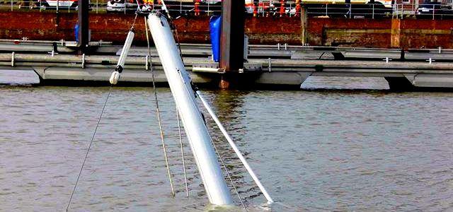 Abetaucht im Amerikahafen von Cuxhaven. © DLRG