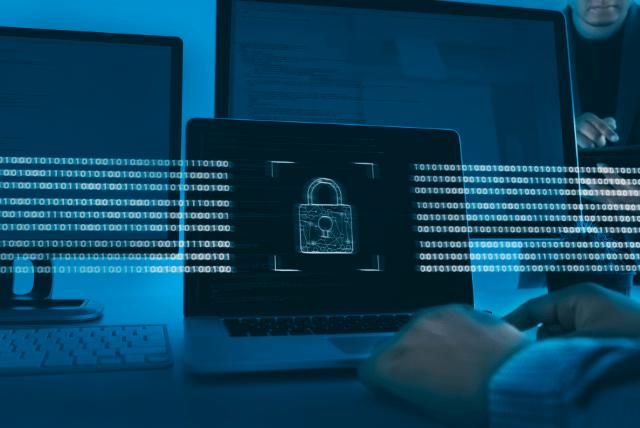 O CISA (Cybersecurity & Infrastructure Security Agency) lançou a ficha técnica Protegendo informações confidenciais e pessoais de violações de dados causadas por ransomware para abordar o aumento de cibercriminosos usando ransomware para exfiltrar dados e ameaçar vender ou vazar os dados exfiltrados se a vítima não pagar o resgate. Essas violações de dados, muitas vezes envolvendo informações confidenciais ou pessoais, podem causar perdas financeiras para a organização vítima e minar a confiança do cliente.