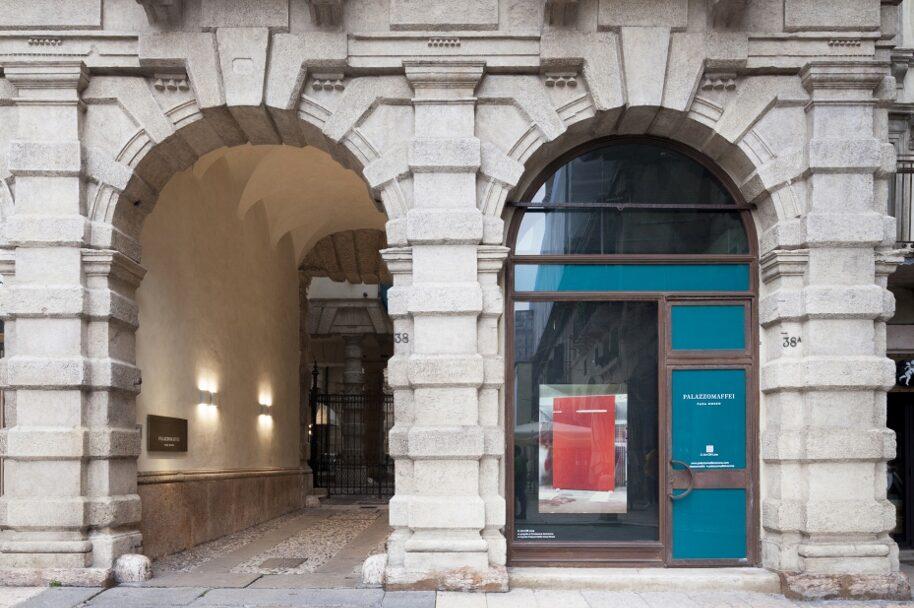 C-ART-Off-LINE@Vetrina Museo Maffei