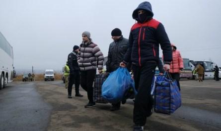 Киев сообщил о передаче Донбассом 76 человек