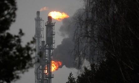 """""""Белнефтехим"""" заявил о закупке первой партии нефти в России"""
