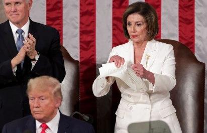 Спикер Палаты представителей разорвала текст речи Трампа за его спиной