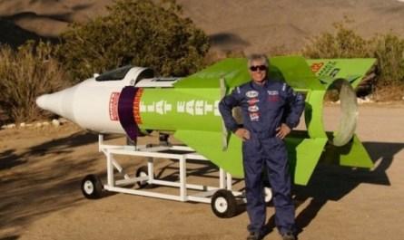 Инженер Майк Хьюз разбился на самодельной паровой ракете