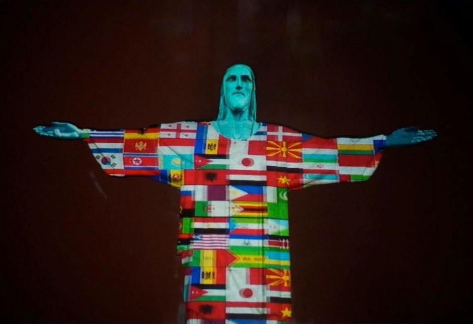 В Рио-де-Жанейро на статуе Христа сделали проекцию