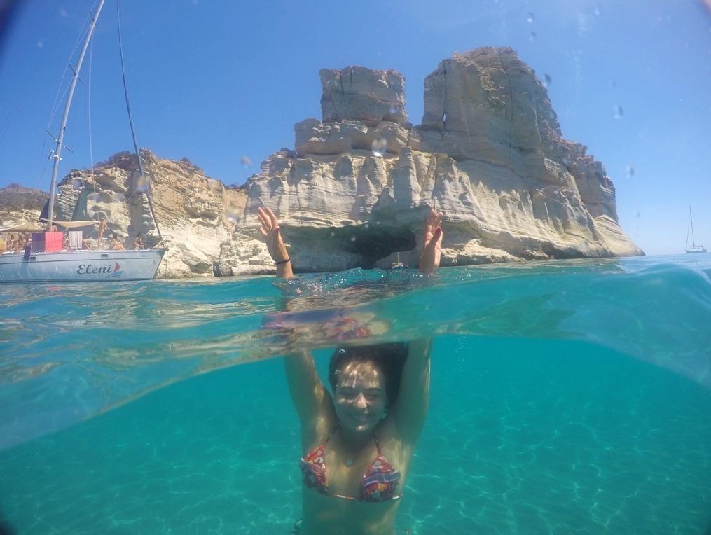 Mergulho no mar em Kleftiko, Milos.