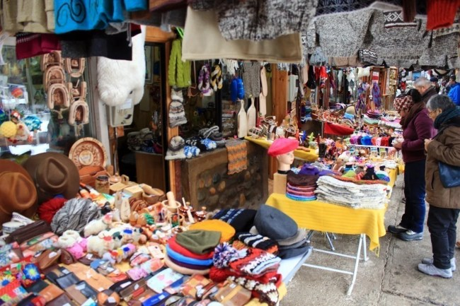 Loja de feirinha de artesanato no Chile.