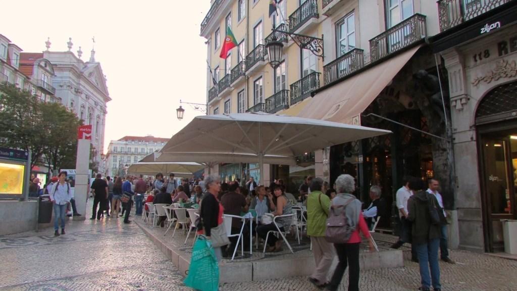 Fachada do café A Brasileira em Lisboa