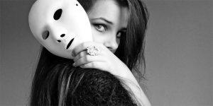 ragazza bn maschera 300x150 - ragazza-bn-maschera-300x150