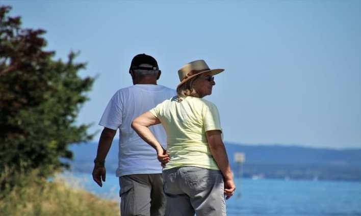 idosos viajando