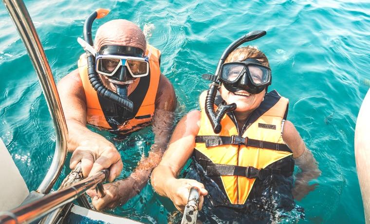 seguro viagem para maiores de 70 anos mergulho casal
