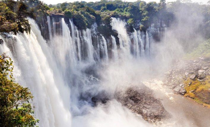 seguro viagem Angola cachoeira