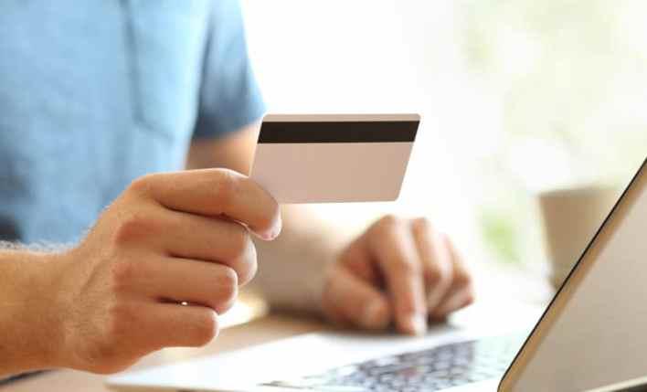emissão seguro viagem Mastercard computador