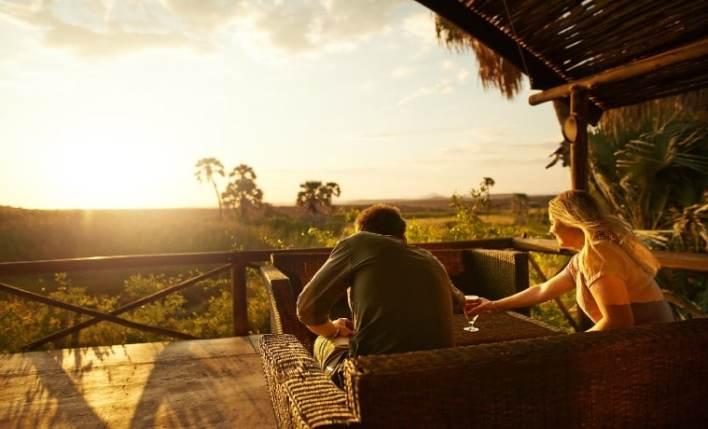 Casal planos de seguro viagem África