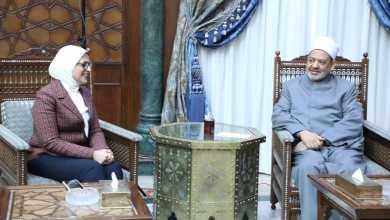 """Photo of وزيرة الصحة تلتقي بـ """"الطيب"""" لإلحاق أطباء الأزهر ببرنامج التدريب بطب هارفارد"""