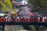 Takayama Matsuri - rote Brücke