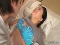 50代の豊満おばさんが若い男に迫られて久しぶりの快感に身体を許しちゃうjyukujo動画画像無料