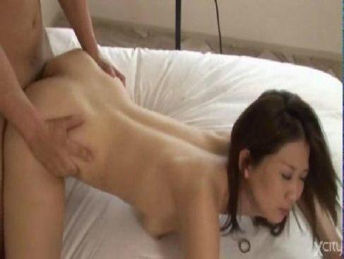 中高年夫婦でもいちゃいちゃしながらホテルで個人撮影をして性交の快感に喘ぐ熟年カップル動画無料