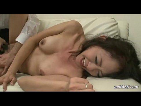 激しいセックスでおまんこから大量潮吹きしてる四十路熟女妻の熟年夫婦の流出動画