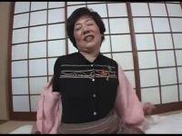 田舎の普通の還暦おばあさんが大人の玩具を初体験して絶頂してる熟女性誌 60 写真 マン