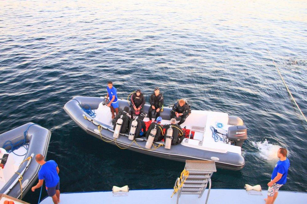 ボートに乗ってダイビングポイントに移動