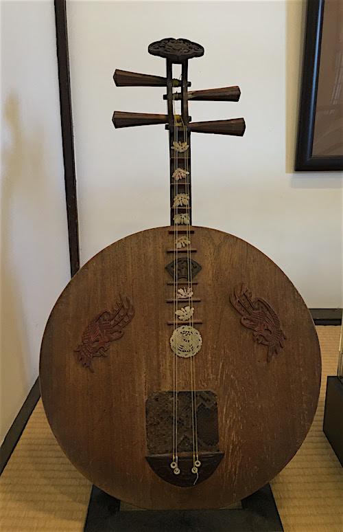 亀山社中の月琴