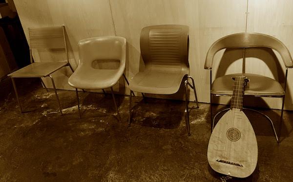ギャラリー悠日の椅子たち