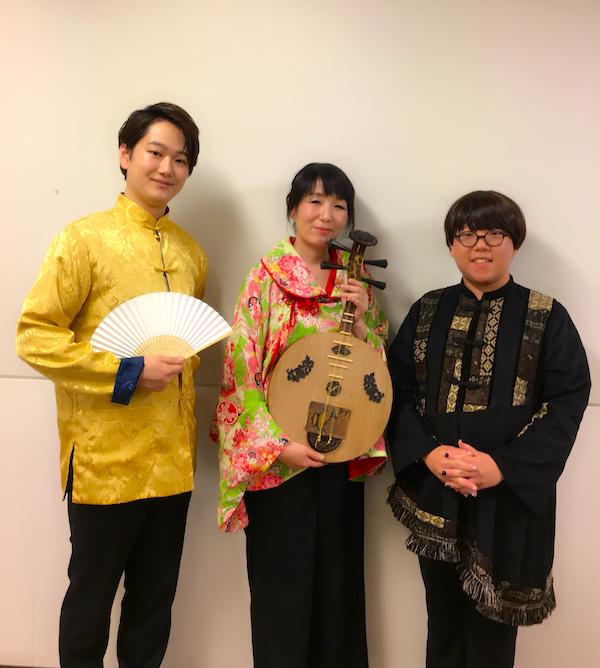 「胡蝶」作曲の原島拓也さん、バリトン菅原洋平さん、月琴の永田斉子の写真
