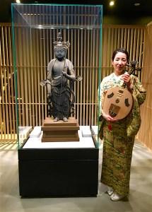 十一面観音菩薩と月琴奏者永田斉子
