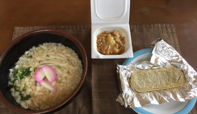 お昼は毎日うどん、納豆、じゃこ天!