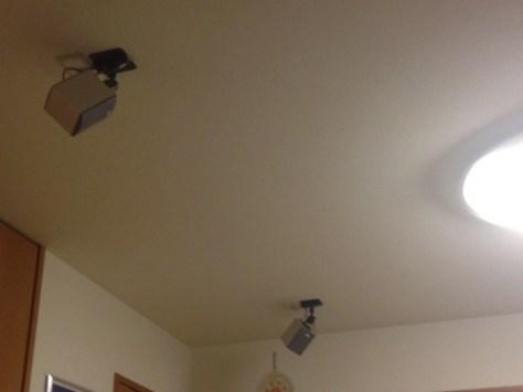天井のスピーカー