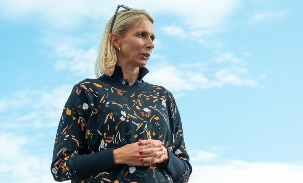 PRESIDENT: Norges Seilforbunds president, Guro Steine, overvar søndagens seilaser i seilsportsligaen og fikk dermed oppleve et ligastevne på kloss hold. FOTO: Morten Jensen