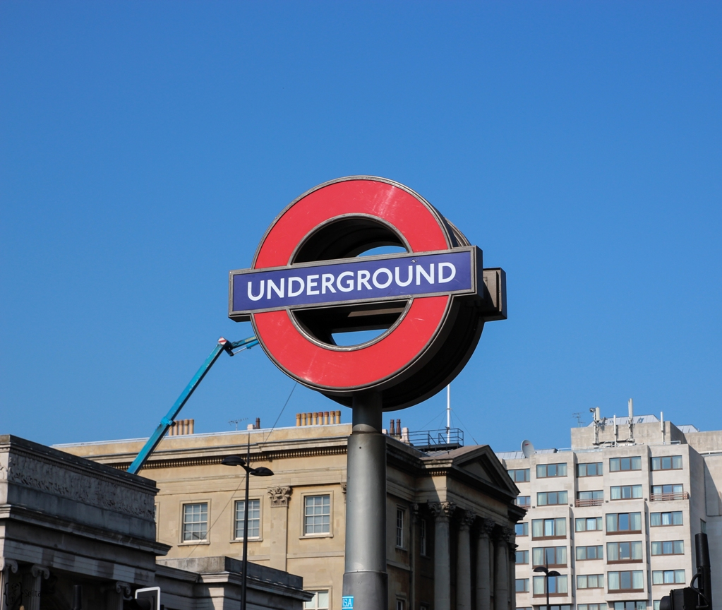 14Typical-Tourist-Underground-London