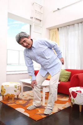 膝痛の老人 | 快整体院 北九州
