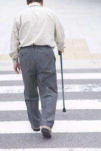 膝が痛い老人 | 快整体院 北九州