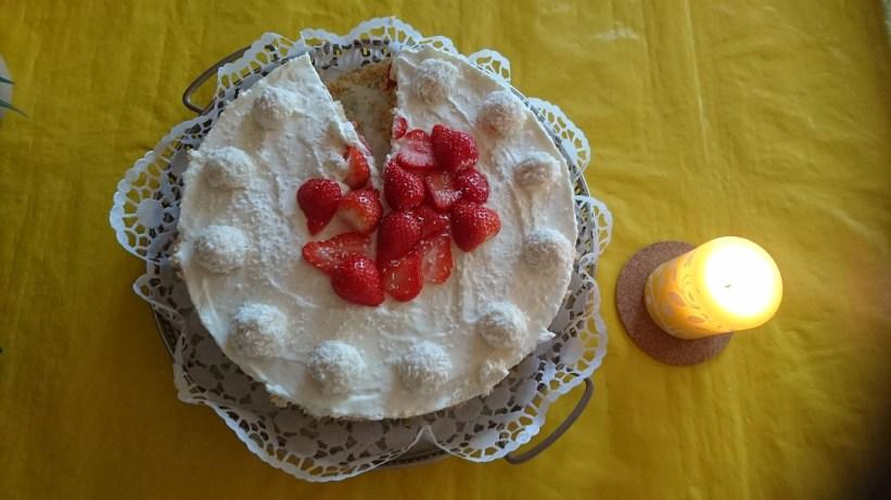 Kokos-Erdbeer-Kuchen von meiner Schwester