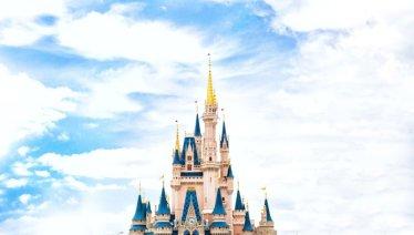 海外ディズニーランドの場所や料金|おすすめランキングやお城の画像も