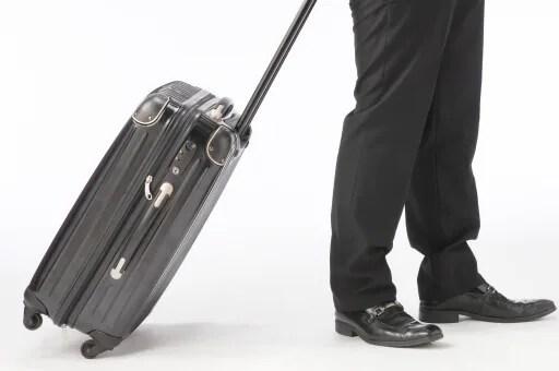 【スーツケースの選び方】機内持ち込みの手荷物サイズとは