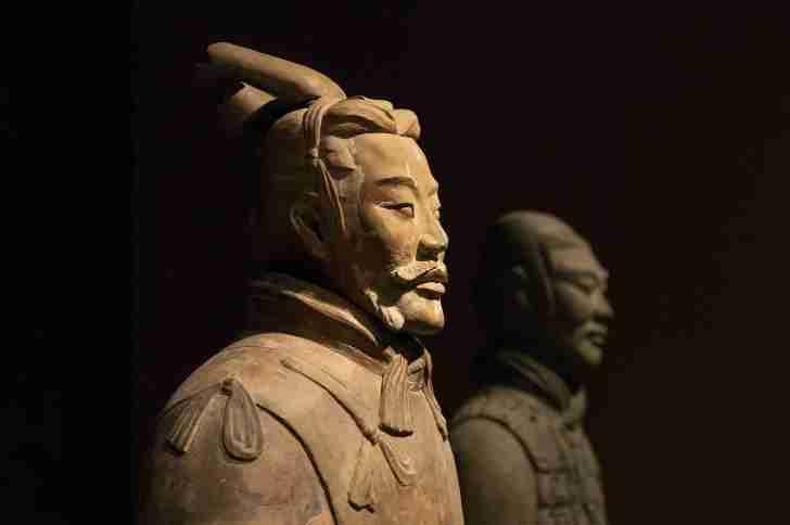 館内に7000もある兵士俑は、一体ずつ顔やかたちが違っている。見れば見るほど人間そっくりなので近くで見ると少し怖く感じた