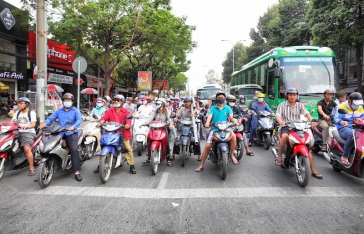 ハノイ市内のバイクの多さにビックリ