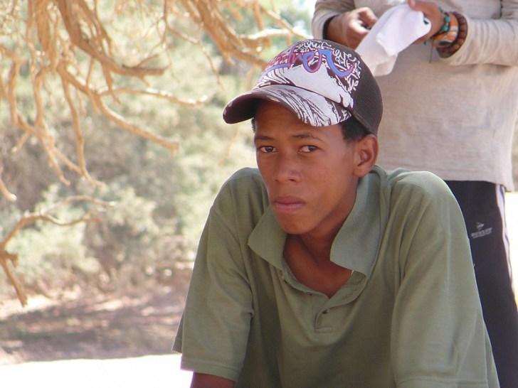 ナミブ砂漠ツアーのアシスタントで来た少年