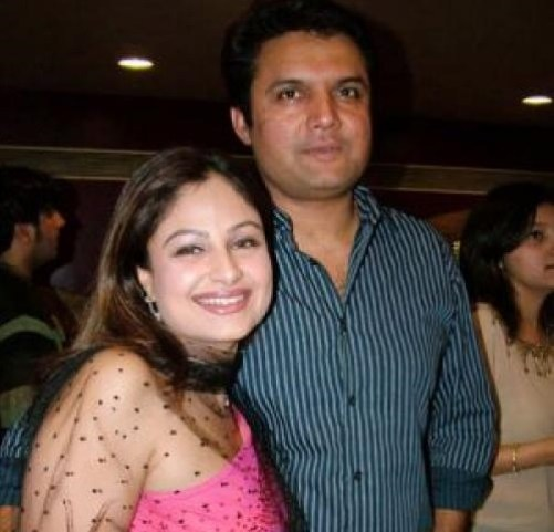 Ayesha Jhulka Family Pics, Husband Name, Biography