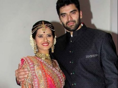 Kratika Sengar Family Photos, Husband, Father And Mother, Biography