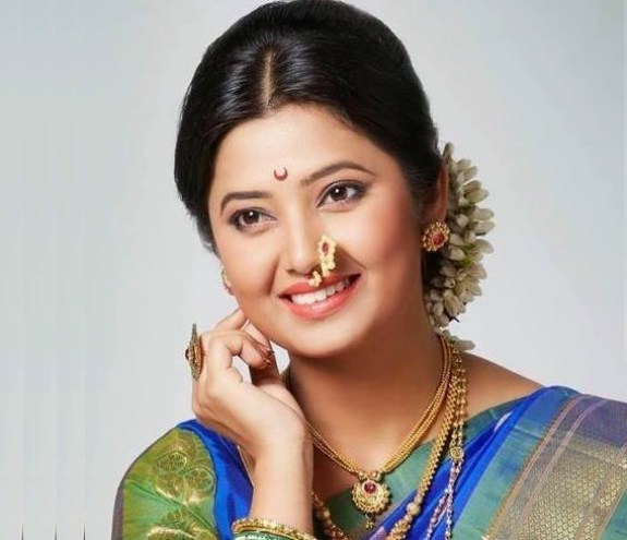Prajakta Mali Family Photo, Husband Name, Height Wiki Biography