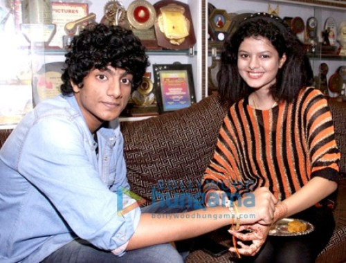 Palak Muchhal Family Photo, Biography, Brother, Mother