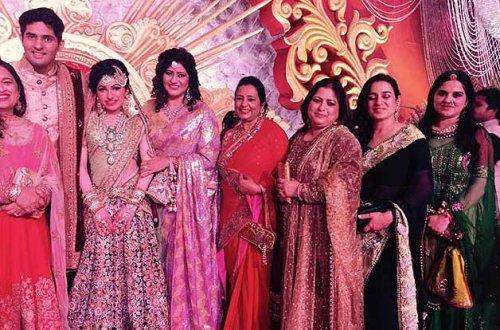 Tulsi Kumar Family Photos, Wedding, Husband, Age,  Sister